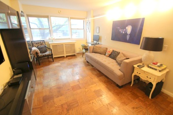 Large Murray Hill 1 Bedroom with Doorman, Elevator, and Rooftop